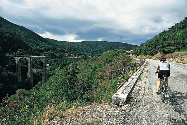 Le pont en direction de la Mure